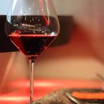 エミリア=ロマーニャ州の少数生産の稀少なワインをはじめ、ソムリエが厳選したイタリア全土のさまざまなワインが揃っています。料理や好みに合わせたワインを片手に、上質なひとときを。