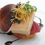 ~ブリオッシュのハンバーガー仕立て~ 食材の旨みが際立った一皿。目からも楽しませてくれます。