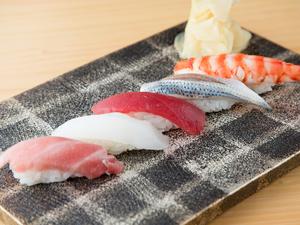 経験で身につけたお客様の食べやすいサイズの『にぎり寿司』