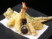 トマトの酸味とほんのりニンニクの香りが割り下の甘みと絶妙に絡み合います。〆のパスタも絶品です。