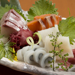 鮮度抜群の旬の魚介は、身が引き締まって食べ応え充分。仕入れ状況により内容が異なります。