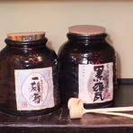 店主が厳選した日本酒・地酒を常時15~20種取りそろえています。また、週替わりで話題の酒や銘酒も数種類用意。予約時に問い合わせれば、お客様の好きな酒を取り置きすることも可能です。