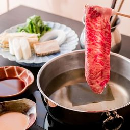 「讃岐オリーブ牛」を使用したすき焼き又はしゃぶしゃぶがメインのコース