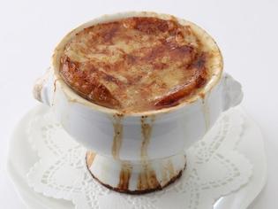 季節を問わず人気のオニオングラタンスープの要「たまねぎ」