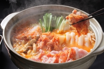 洋風『トマト地鶏鍋』と和風『赤城豚のキムチ鍋』の赤い鍋、どちらを選ぶ?  ◆クーポン利用で→5000円!