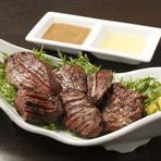 厳選した、脂の乗ったカツオ、九州の黒毛和牛を藁焼きでお召し上がりください。また、ジューシーな四万十地鶏を、宮崎名物の炭火炙り焼きでもお楽しみ頂けます。