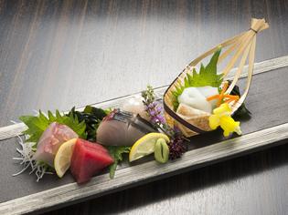 旬の素材を中心に、魚それぞれの特徴を活かした料理を提供