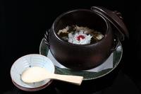 旬の食材を使って美味しく炊き上げた『土鍋炊き御飯』