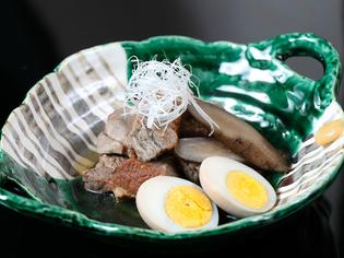 柔らかく、しっとりと味がしみ込んでいる『豚バラ角煮と煮卵』