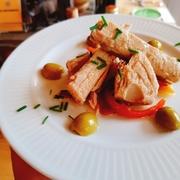アジと西洋野菜アーティチョークをアンダルシアでよく用いられるオレンジを使ったマリネ 旬の野菜も付け合わせに使用しています。