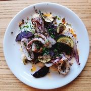 スペインでは、ポピュラーなムール貝の殻に魚介のコロッケを詰めた「ティグレ」と呼ばれるコロッケ