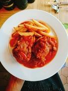 イベリコ豚の肩ロースは、最もグレードの高いベジョータ(どんぐりを放牧時に食べる)クラスを使用、お肉の旨味が違います。甘口シェリー酒のペドロヒメネスをソースにあしらったアンダルシアらしい1皿です。
