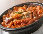 定番人気メニュー『旨い!! 牛スジとトリッパのトマト煮込み』