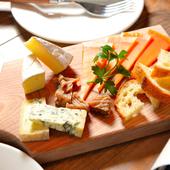 ワインと相性ぴったりな『本日のチーズ盛り合わせ』