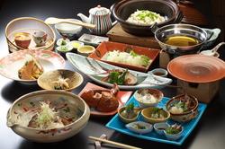 やま文ならではの伊勢海老・鯛のお料理をご堪能ください。