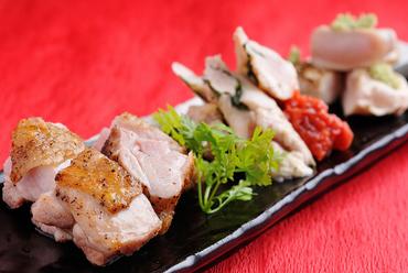 鹿児島直送軍鶏を使用の『薩摩若軍鶏の炙り焼き 盛り合せ』