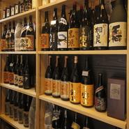 ビール、ハイボール、日本酒、焼酎、ワインに加え、日本酒は15種類以上、焼酎も30種類以上を用意。お好みや料理に合わせられる、ちょうどいいお酒がそろっています。