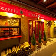 当店自慢の薪窯Pizzaはもちろん、イタリア産ハムやサラミの盛り合わせやお魚・お肉料理までたっぷり。食後にデザートまでついた豪華内容のコースは、飲み放題付で嬉しい380円から。お洒落な店内で会話も弾みます。