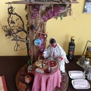 ナポリのピッツェリアでよく見かけるプルチネッラの置物。 イタリアの伝統的な風刺劇に登場する道化師で ナポリのマスコットキャラクター的な存在! もちろんUWOZAにも居ます。