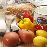 生地に使うイタリア産の小麦、ソースのトマトなど生鮮食材以外はイタリアのものを使用。日本の四季折々の食材も織り交ぜながら、魅力を溢れるピッツァへとアレンジしていきます。
