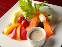 フレッシュ野菜を盛り合わせた『バーニャカウダ』