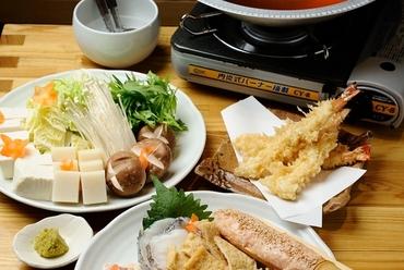 自慢の10種類の鍋料理のひとつ、うどん食べ放題の『饂飩すき鍋』
