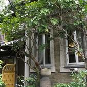 昭和初期の家屋をそのまま使った趣あふれる空間で寛げます