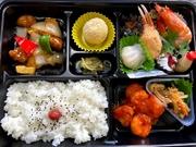 カニの爪等が入った豪華な中華弁当です。 会合やイベント等にも是非ご利用下さい。