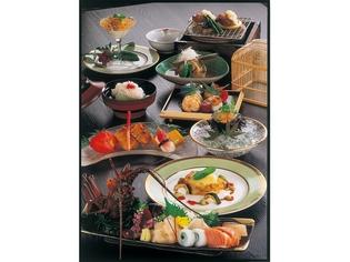 和食だけにとらわれず、新しい風を感じられる『月替わりの会席』
