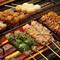 朝挽きの赤鶏を仕入れ、一本ずつ手串で仕込む『串焼き』