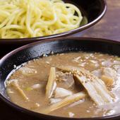 自家製太麺を豚骨つけダレでいただく『つけ麺』