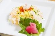 たっぷり味わう鮭の旨みと美しい見た目が人気の『北海ちらし』