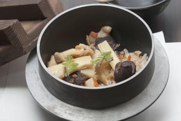 1人用釜で炊いた『バイ貝の炊き込みご飯』 一人前