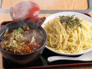 醤油ベースの濃厚なタレが魅力『肉ナスつけ麺』