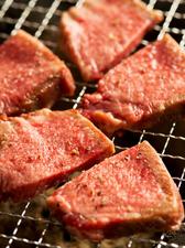 新鮮なタンはサッと炙るだけ。ジューシーでやわらかい『牛タン』