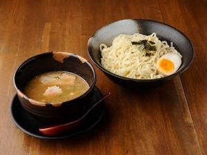濃厚なスープが太麺とほどよくからみ合う『つけ麺 (並)』