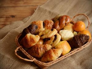 焼きたて! 自家製のふわふわな『パン食べ放題』