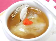 時間をかけてつくり上げる奥深い味わいの『料理長の薬膳スープ』