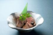 鶏肝をじっくり低温で調理し、素材を活かしたクリーミーで奥行きのある味わい。日本酒やワインと好相性。
