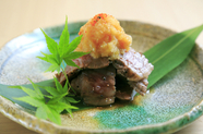 芳醇な肉の旨味が広がる『豊後牛の炙り焼き』