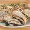 選りすぐりの大粒の糸島産牡蠣。殻付きのまま豪快に焼いて