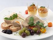 新鮮な食材をつかった前菜がぎゅっと詰まった一皿。肉・魚・野菜がバランスよく入っています。