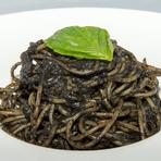 濃厚なイカ墨ソースが絶品の『イカ墨のスパゲッティー』