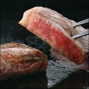 鹿児島県産の黒毛和牛を使用。上質なお肉をシェフがていねいにお好みの焼き加減で焼き上げます。100g~お好みの分量で。