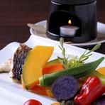 旬の野菜の美味しさを味わう『バーニャカウダ』