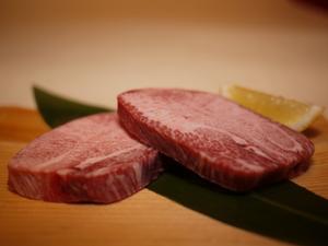 お口の中でとろけるような味わい『超贅沢塩タン厚切り』