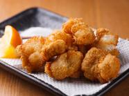 岩塩と酢味噌で召し上がれ。お酒にピッタリの『名物モツカラ』