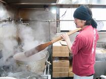 料理人が真心こめて調理したラーメンや単品料理に舌鼓