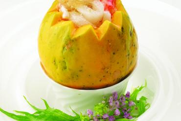 これぞ究極の美食同源『フカヒレ入りパパイヤ蒸しスープ』
