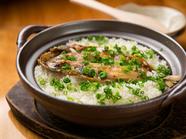 鰹だしと干物の香りが食欲をそそる『鯵の干物の土鍋ごはん』